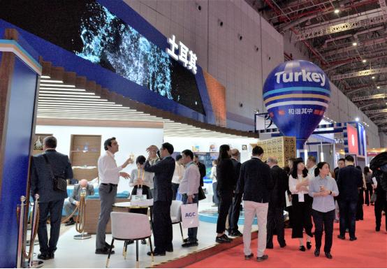 第二届雷火电竞网址国际进口博览会闭幕 土耳其展台吸引众多参观者驻足